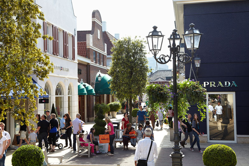 roermond men Enjoy a great day out at mcarthurglen designer outlets luxury shopping, restaurants, events and more visit our website now to find out more.